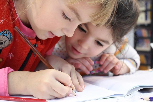 親が片づけると子は勉強する!?学習意欲の高い子どもに育てるリビングのつくり方とは?
