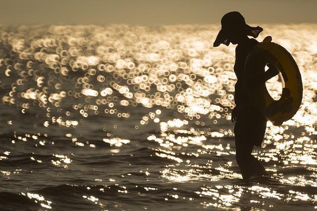 人間は寿命を伸ばす方向へ進化し続けているらしいことが判明