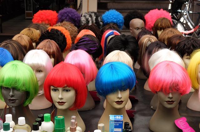 なぜ白髪染めをやめる人が増えているのか